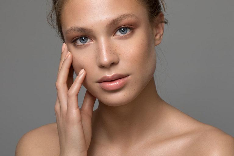 Lippen aufspritzen mit Hyaluronsäure bei M1 Med Beauty